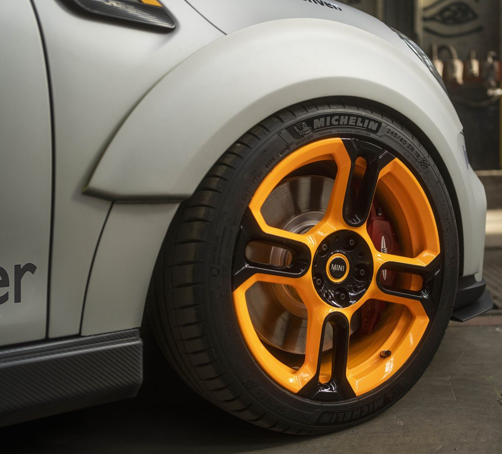 MINI Electric Pacesetter Front Wheel Spat