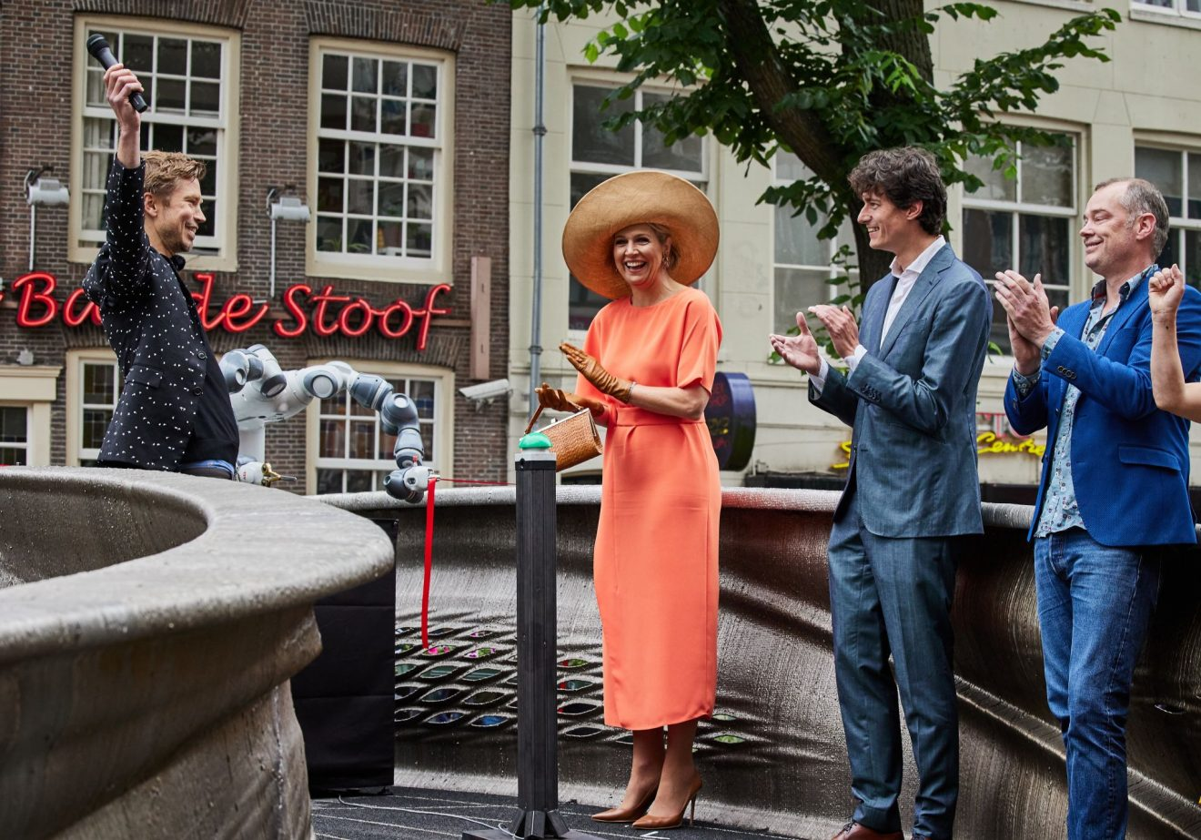 World's first 3D-printed steel footbridge unveiled by Queen Máxima in Amsterdam